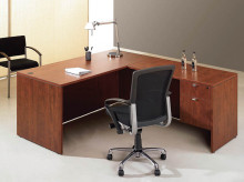 Desk with Return and Single 3_4 Pedestal